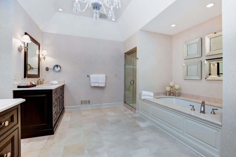 17 – 15 Maryknoll Drive – Master Bath