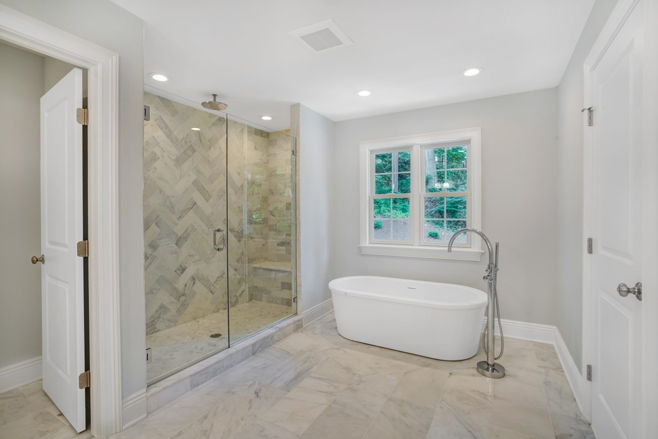 17 – 18 Glendale Road – Spa-like Master Bath