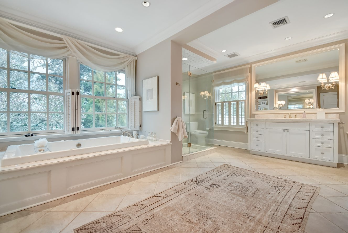 17 – 36 Stewart Road – Spa-like Master Bath