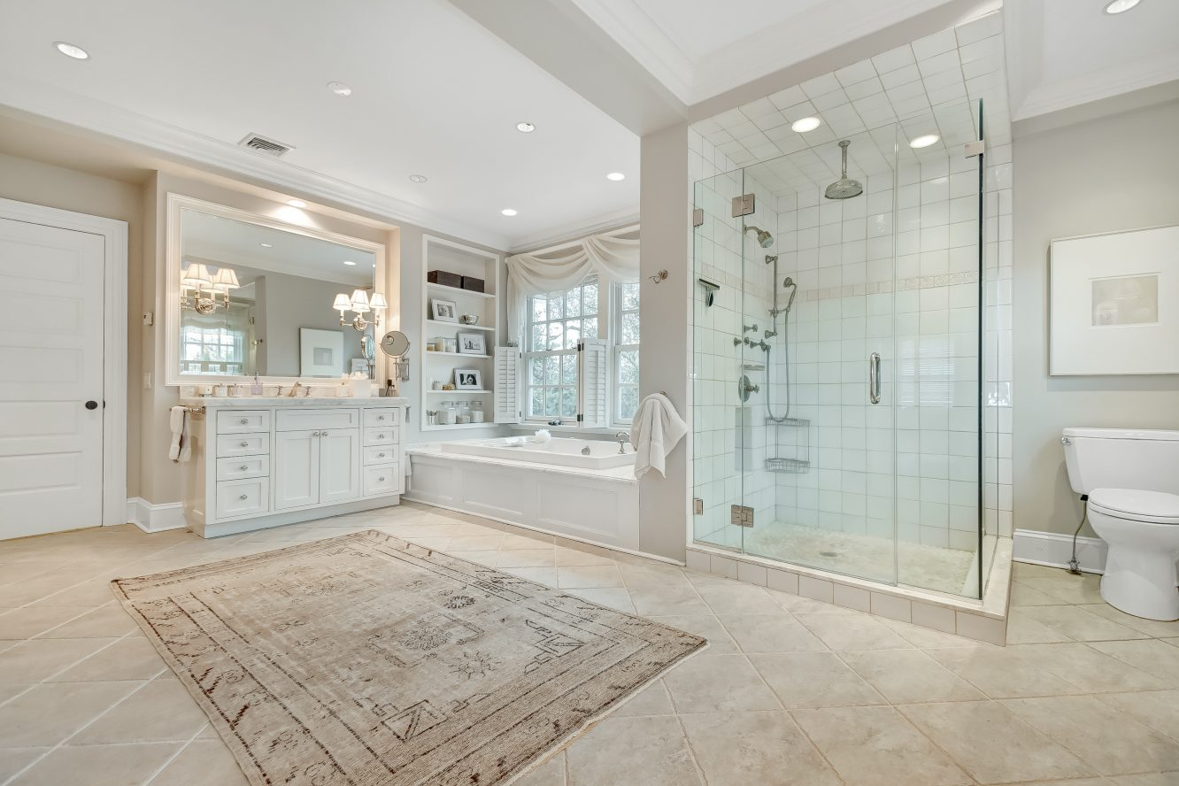 19 – 36 Stewart Road – Spa-like Master Bath