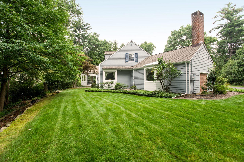 20 – 17 Minnisink Road – Amazing 1.15 Acre Property