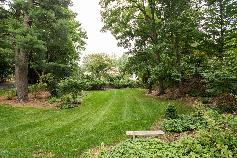 21 – 17 Minnisink Road – Amazing 1.15 Acre Property