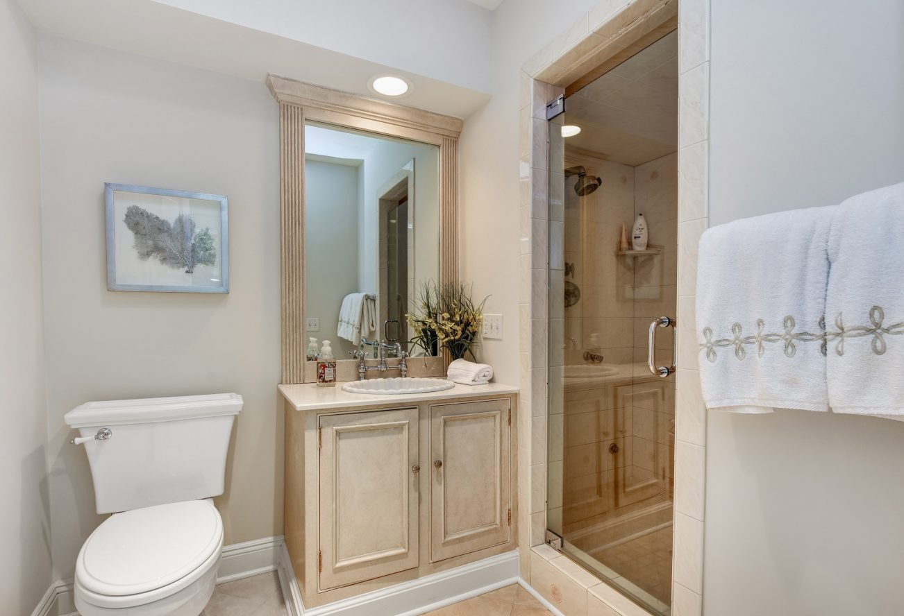 24 – 15 Maryknoll Drive – Beautiful Powder Room, Perfect for Guests using the Pool