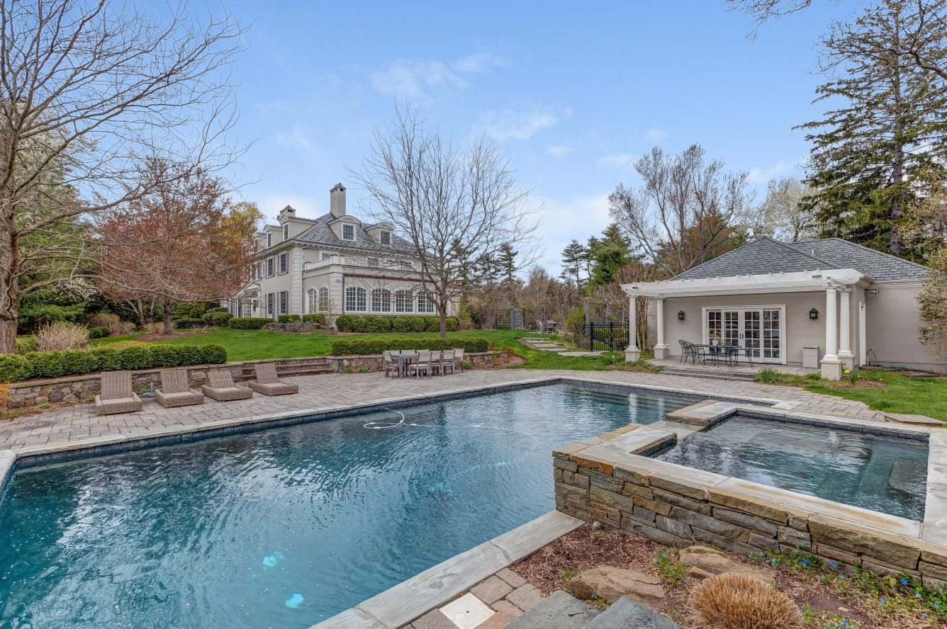 24 – 36 Stewart Road – Gorgeous Pool & Pool House