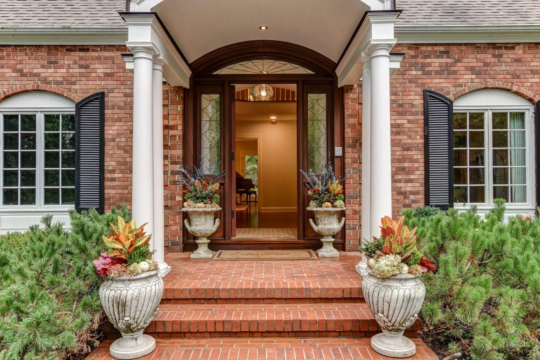 3 – 15 Maryknoll Drive – Beautiful Pillared Entrance