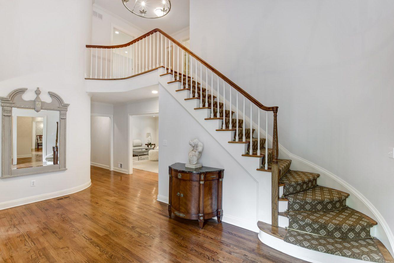 3 15 Maryknoll Drive – Grand Entrance Hall