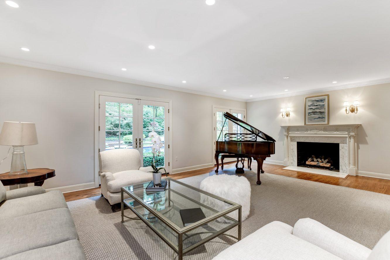 4 – 15 Maryknoll Drive – Living Room