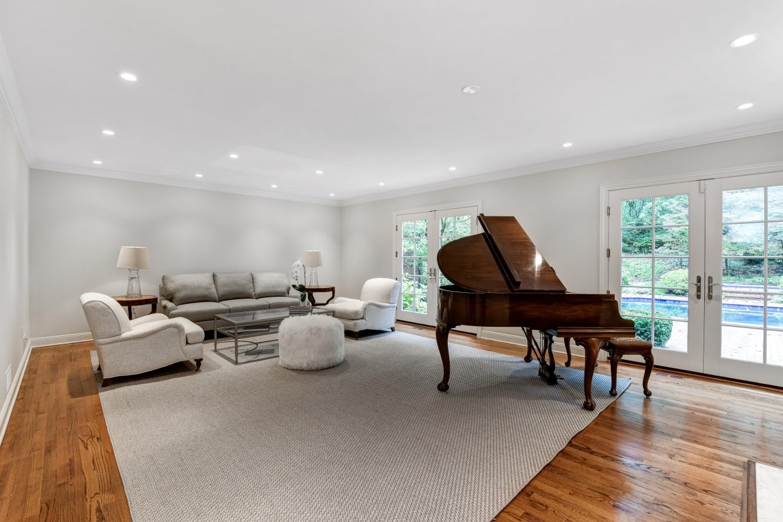 5 – 15 Maryknoll Drive – Living Room