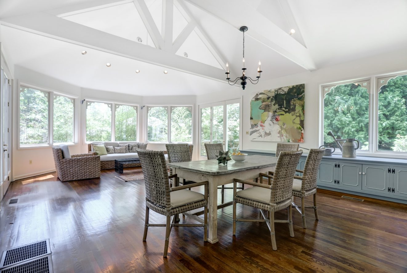 5 – 17 Minnisink Road – Incredible Great Room with high ceilings