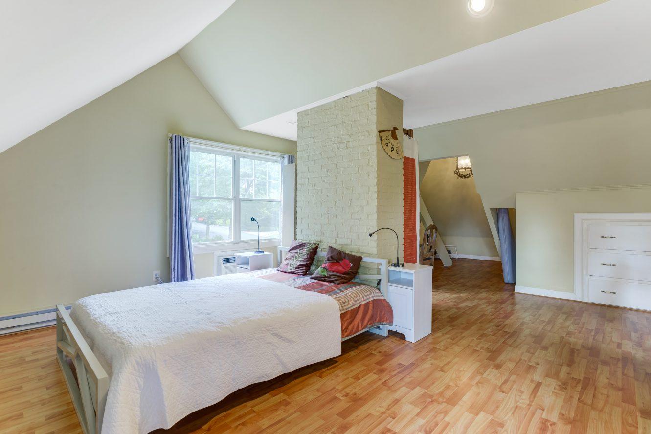 12 – 80 Linden Street – Master Bedroom