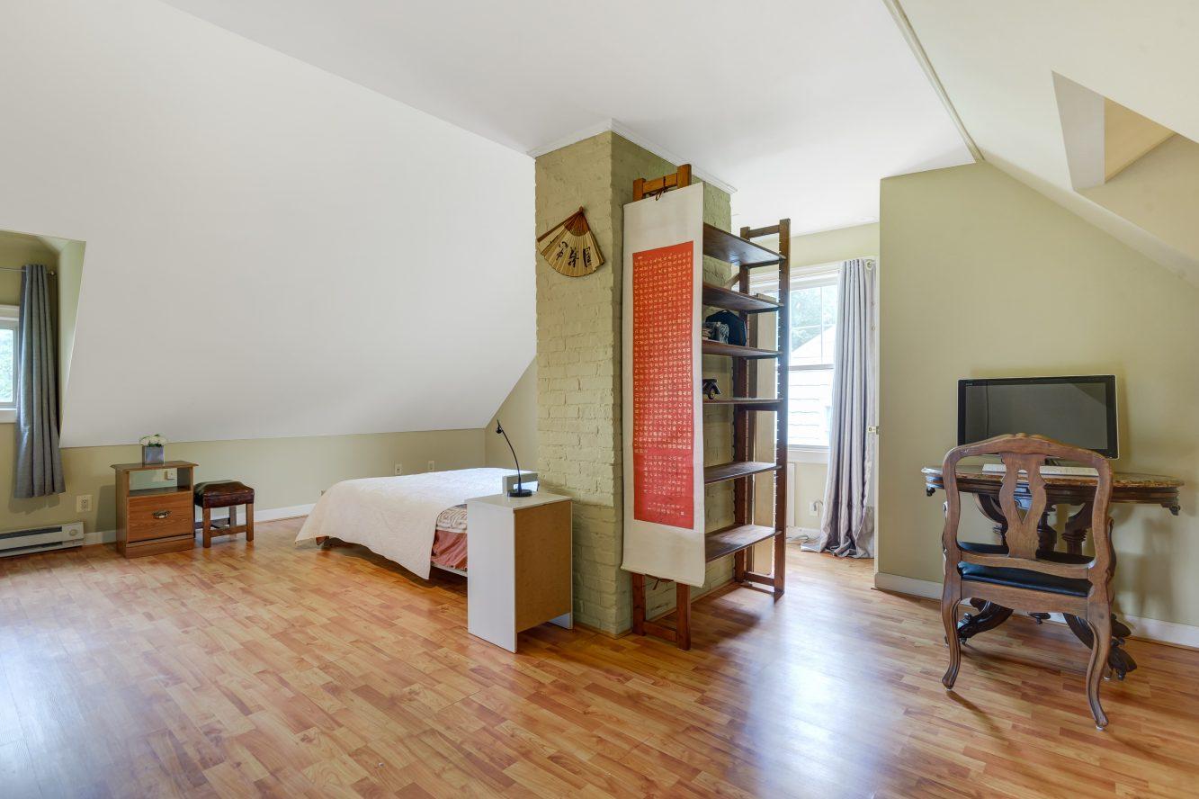 13 – 80 Linden Street – Master Bedroom