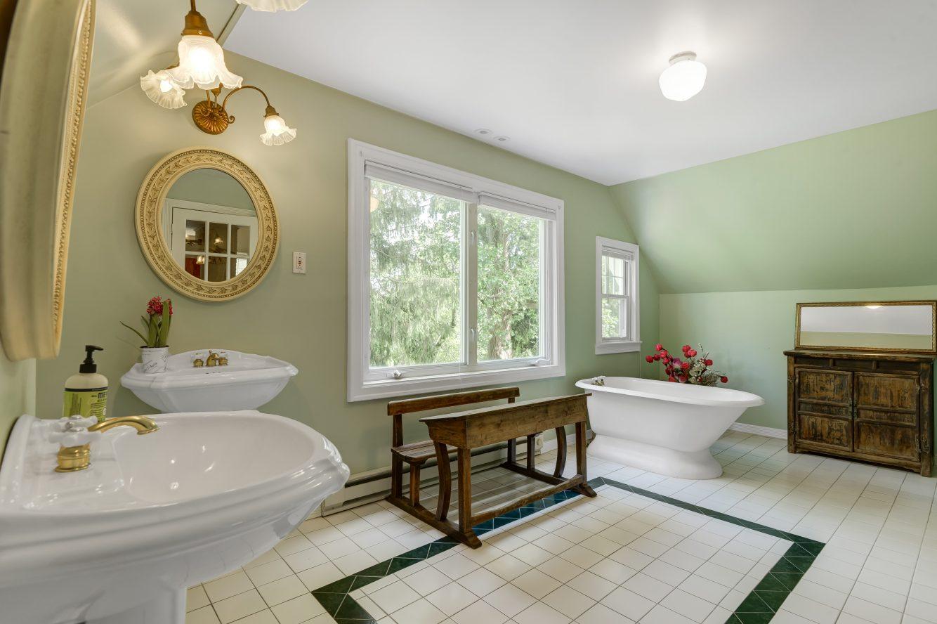 14 – 80 Linden Street – Spa-like Master Bath