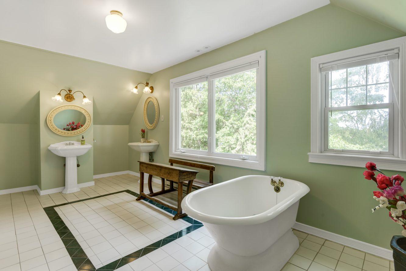 15 – 80 Linden Street – Spa-like Master Bath