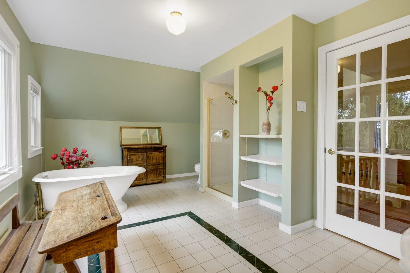 16 – 80 Linden Street – Spa-like Master Bath