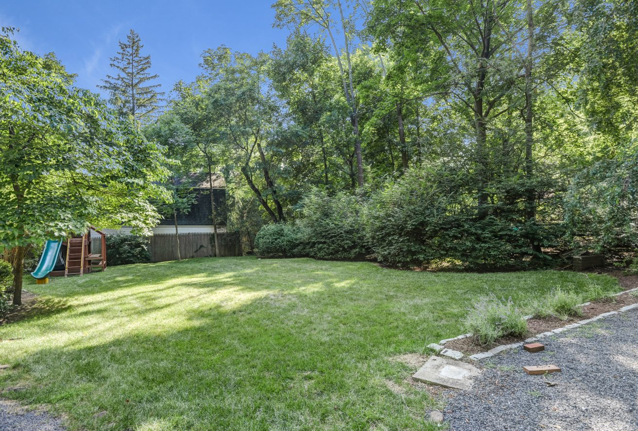 25 – 80 Linden Street – Great Privacy!