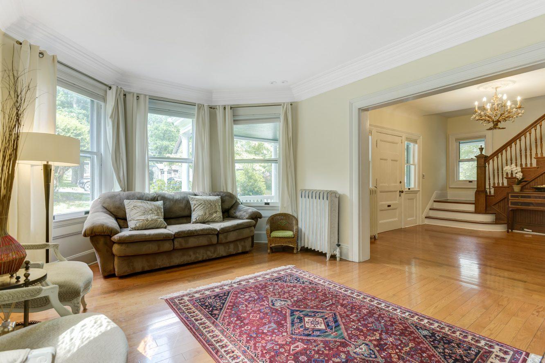 5 – 80 Linden Street – Living Room