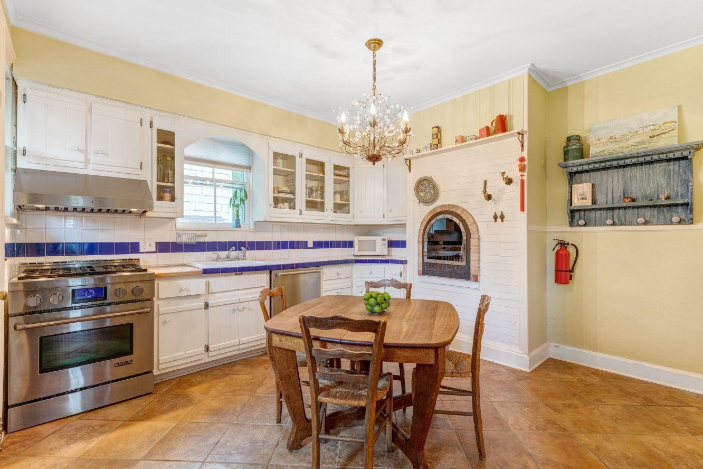 6 – 80 Linden Street – Gourmet Eat-in Kitchen
