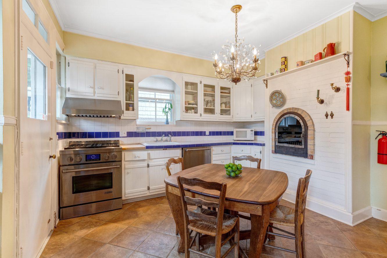 7 – 80 Linden Street – Gourmet Eat-in Kitchen