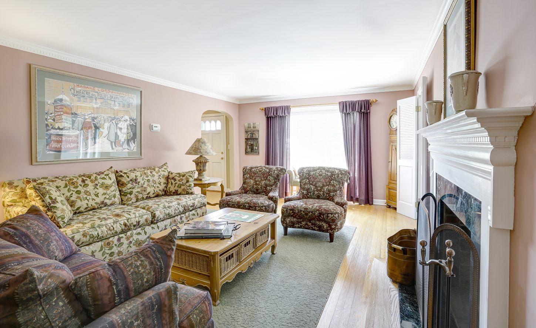 11 – 41 Hilltop Road – Living Room