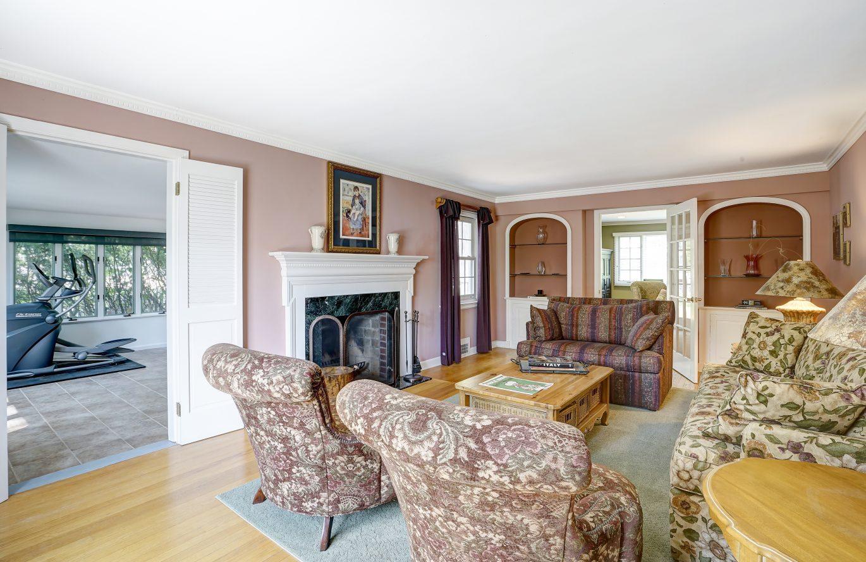 12 – 41 Hilltop Road – Living Room