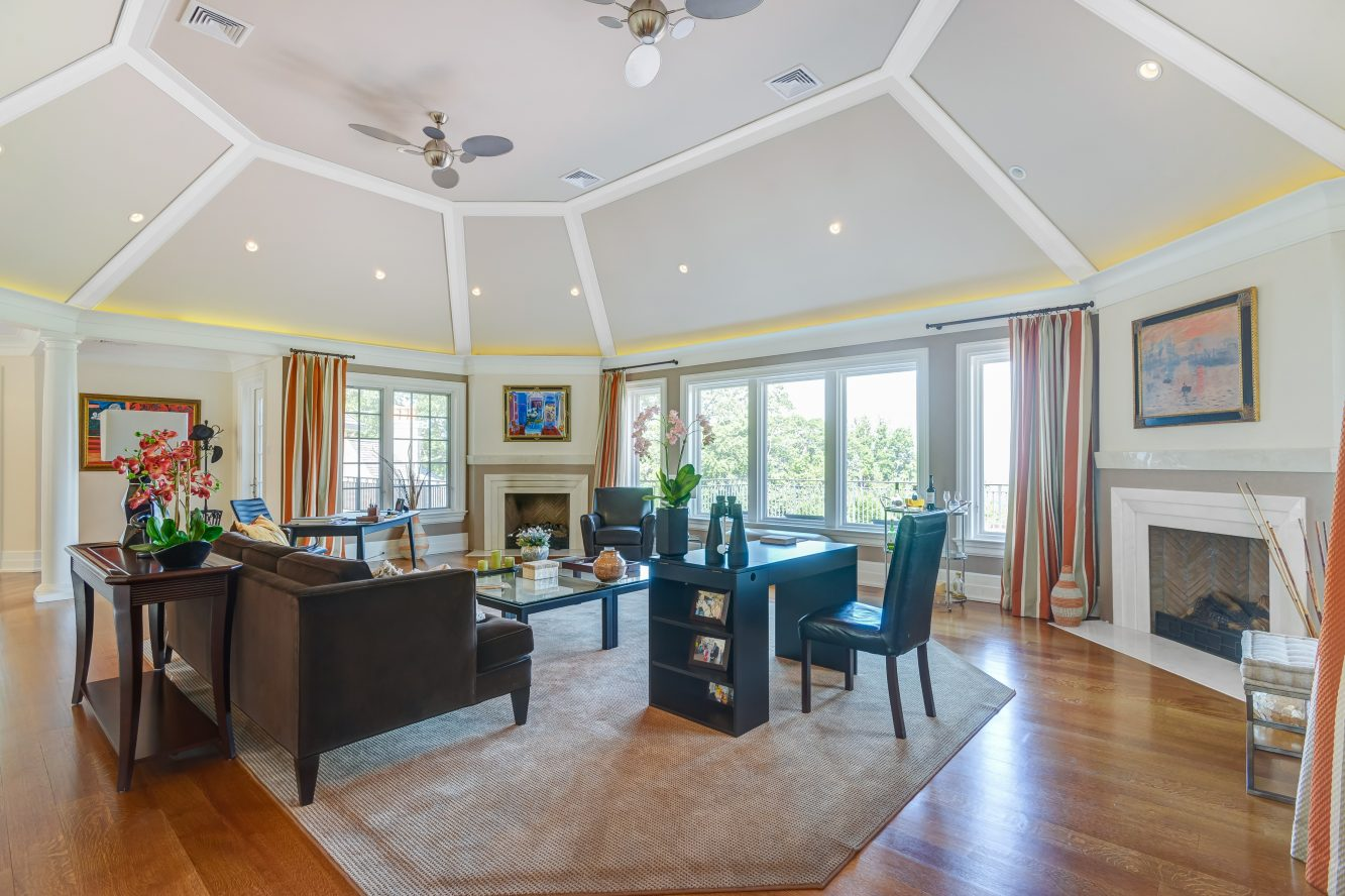 13 – 32 Club Way – Family Room