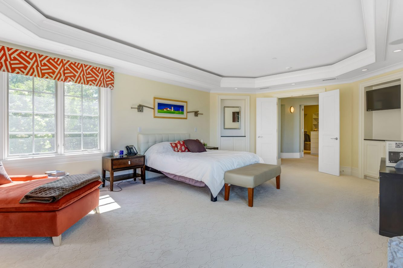 16 – 32 Club Way – Master Bedroom