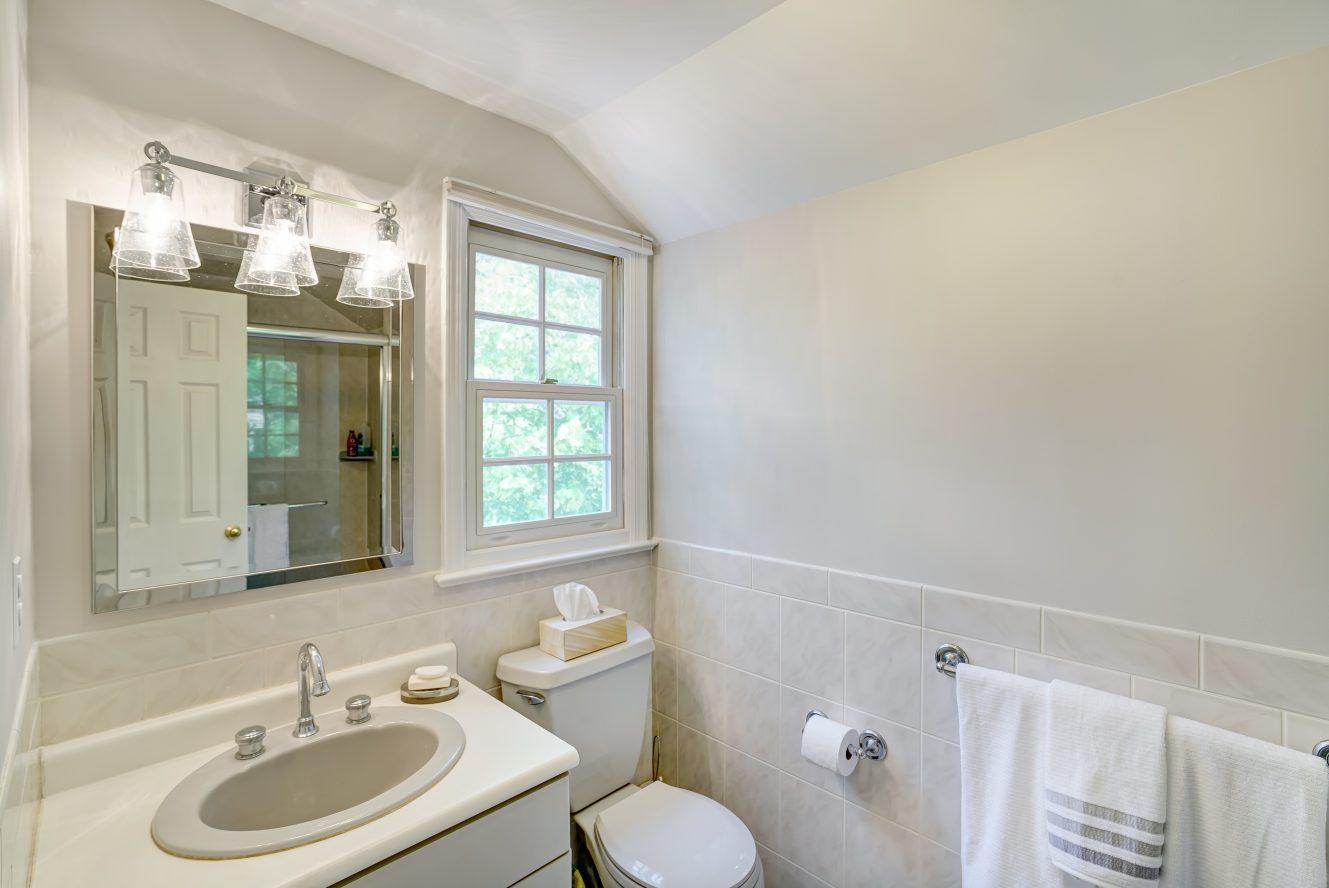 16 – 41 Hilltop Road – Master Bath