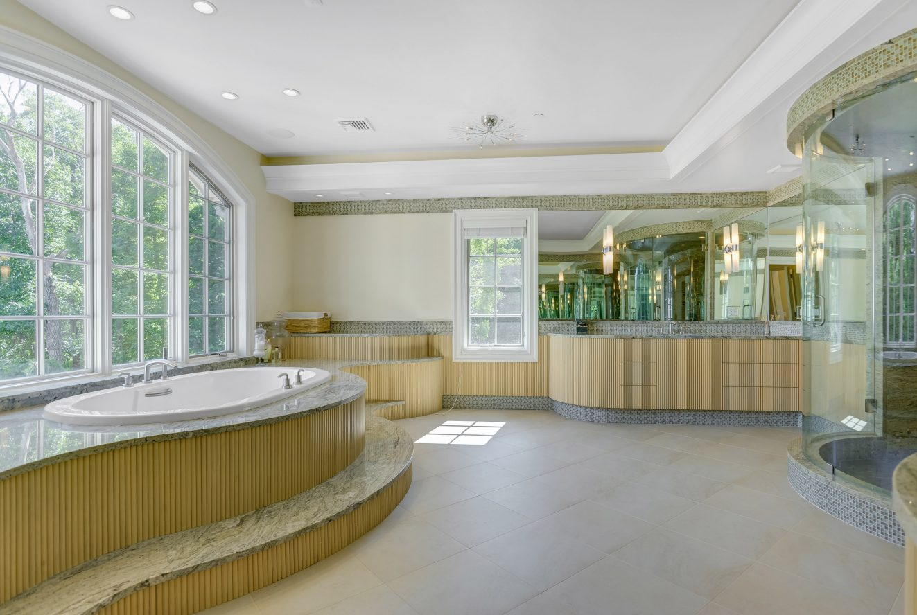 17 – 32 Club Way – Spa-like Master Bath