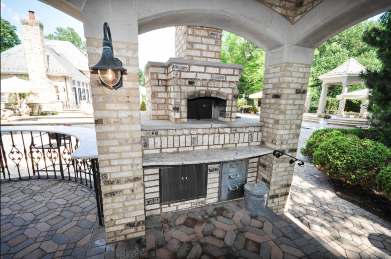 23 – 28 Morgan Drive – Al Fresco Built-in Italian Pizza Oven