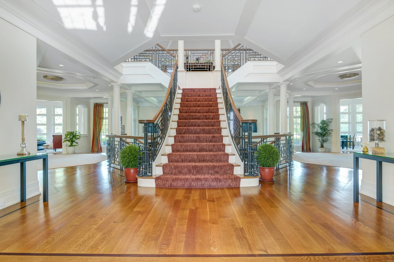 5 – 32 Club Way – Grand Entrance Hall