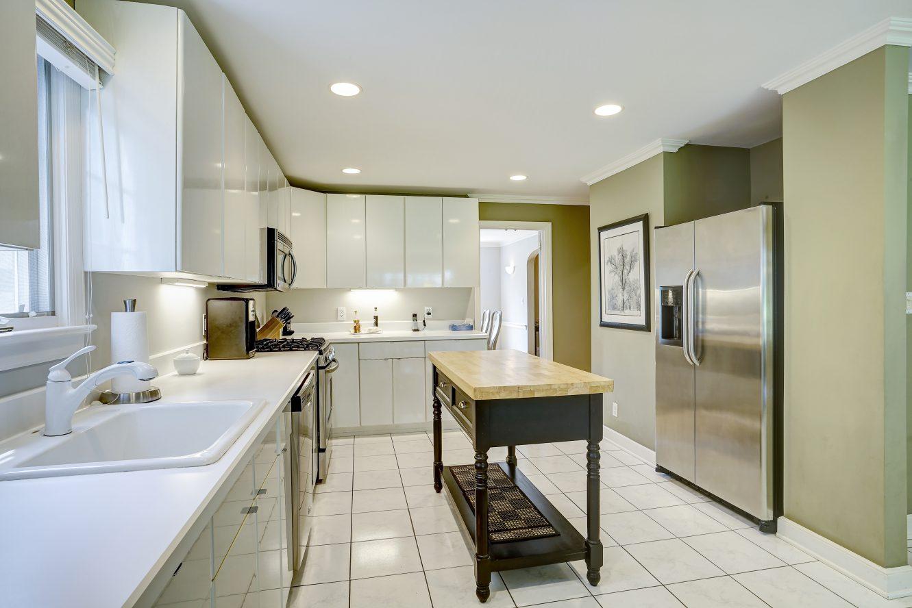 5 – 41 Hilltop Road – Eat-in Kitchen