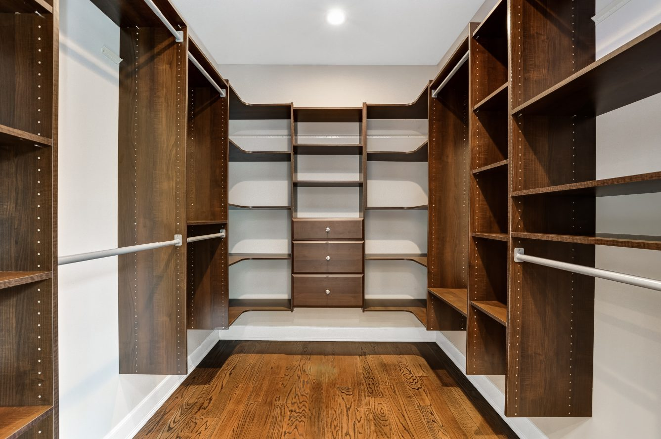17 – 12 Miele Place – One of 2 Huge Walk-in Master Closets