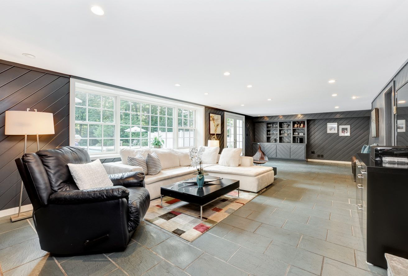18 – 46 Slayton Drive – Family Room