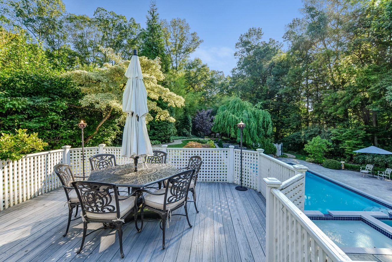 21 – 46 Slayton Drive – Stunning Deck