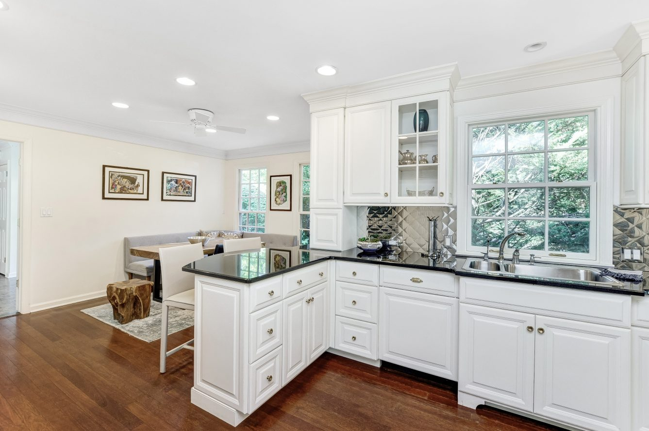 5 – 46 Slayton Drive – Gourmet Eat-in Kitchen
