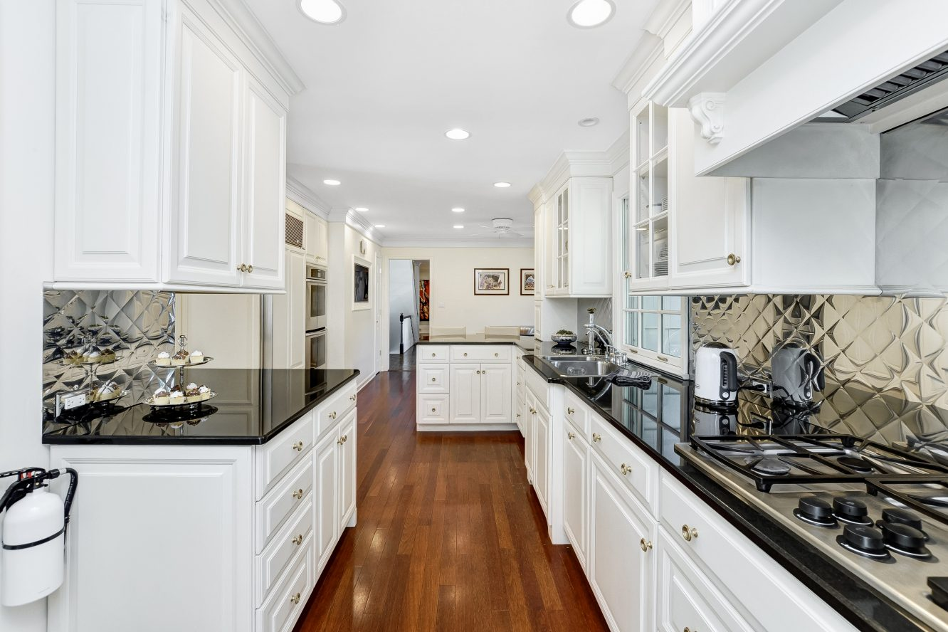 6 – 46 Slayton Drive – Gourmet Eat-in Kitchen