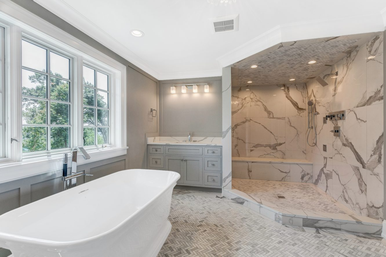 15 – 73 Edgewood Road – Spa-like Master Bath