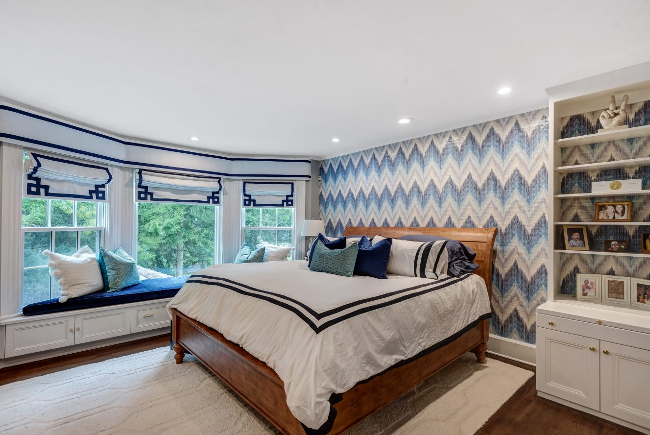 15 – 73 Knollwood Road – Beautiful & Bright Master Bedroom