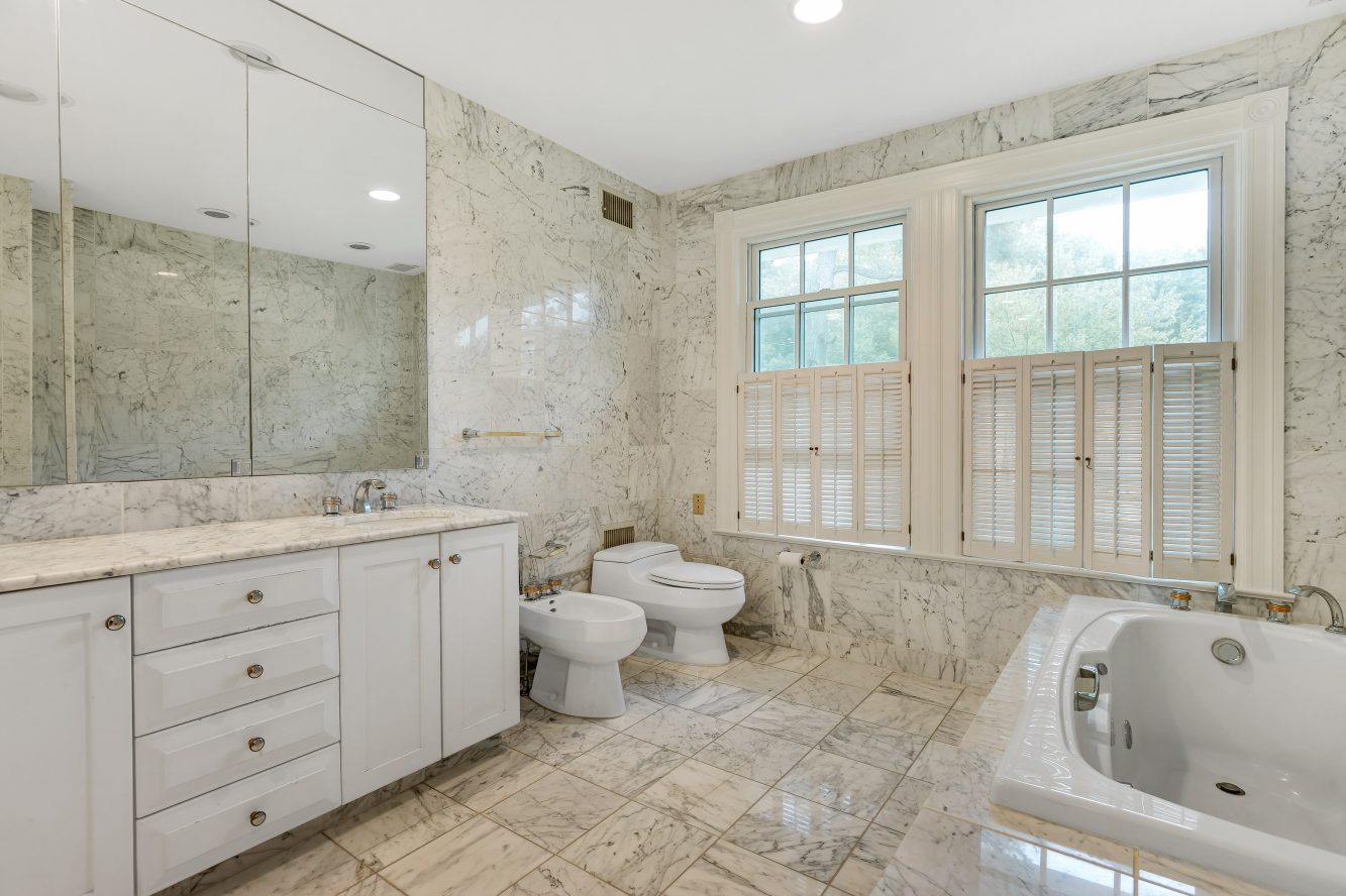 18 – 73 Knollwood Road – Stunning Spa-like Master Bath