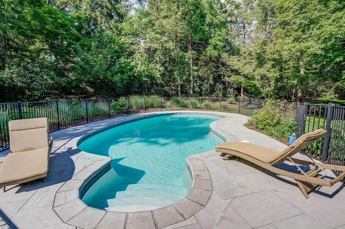 23 – 45 Joanna Way – Beautiful Pool with fence, perfect for kids!