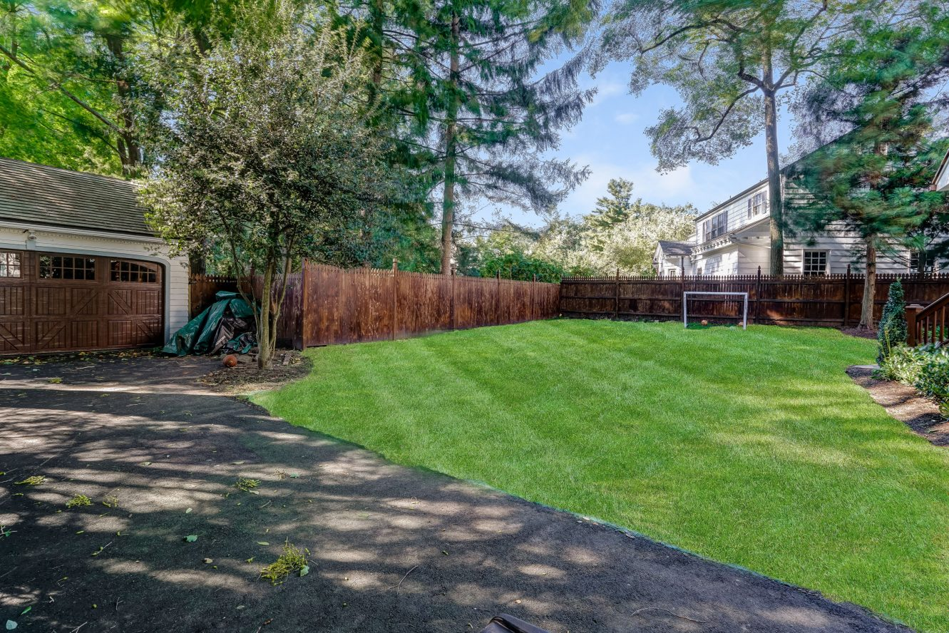 25 – 73 Knollwood Road – Totally Level, Fenced & Private Backyard