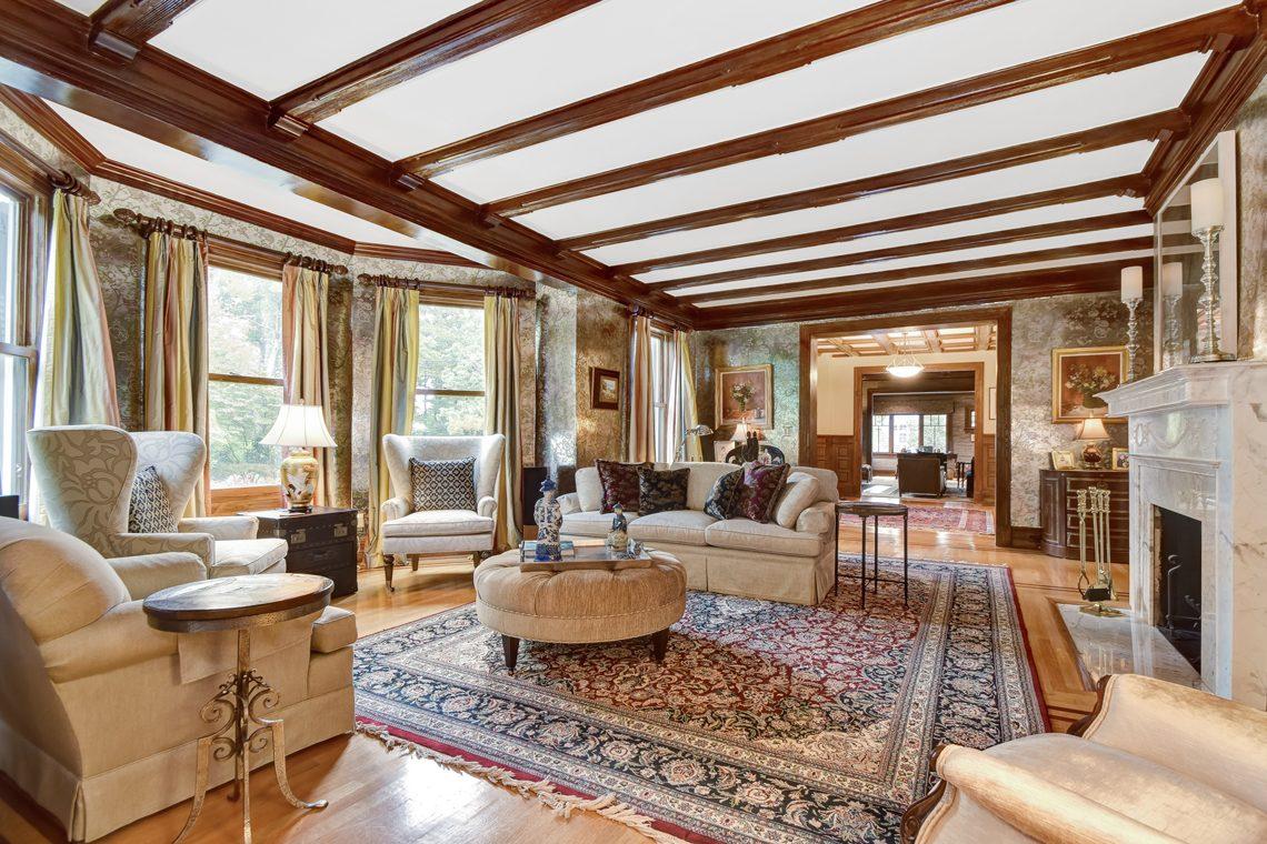 13 – 39 Knollwood Road – Living Room