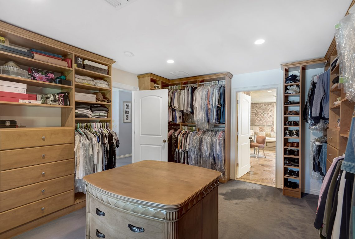 14 – 17 Clive Hills Road – Master Walk-in Closet
