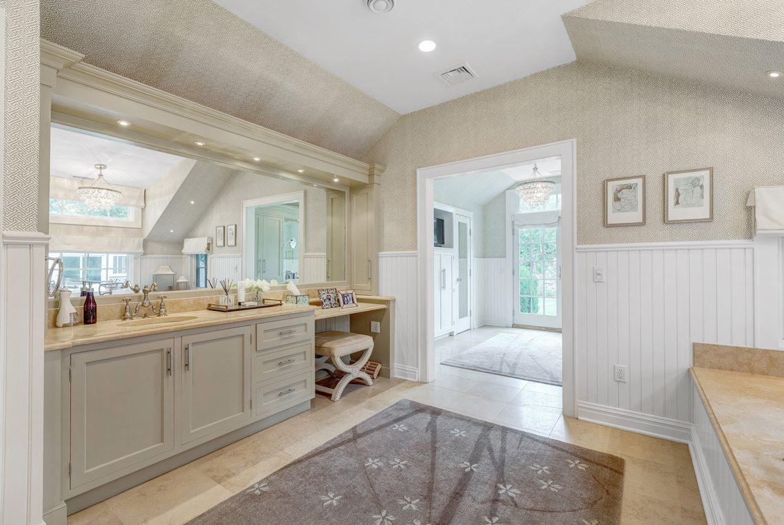 14 – 2 E Beechcroft Road – Master Bath