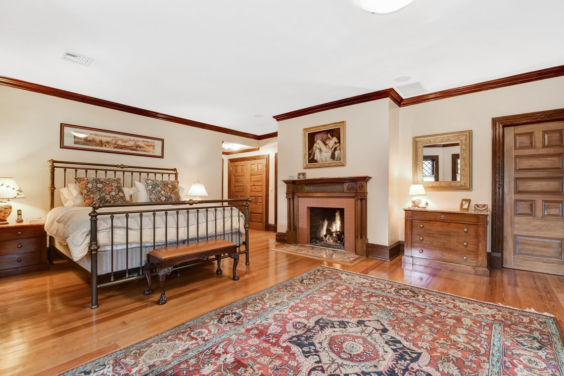 15 – 39 Knollwood Road – Master Bedroom