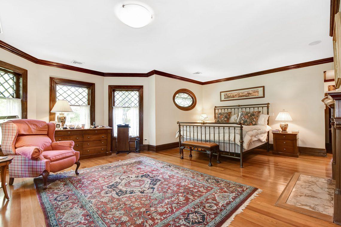 16 – 39 Knollwood Road – Master Bedroom