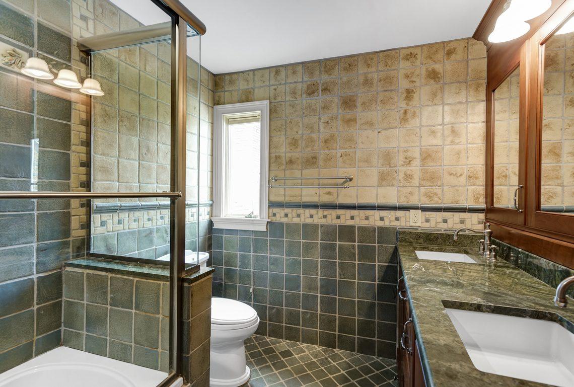 19 – 17 Clive Hills Road – New Full Bath