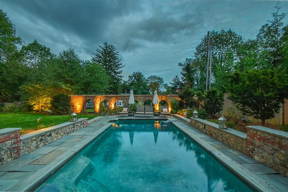3 – 2 E Beechcroft Road – Stunning Backyard & Pool