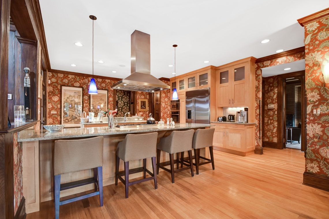 7 – 39 Knollwood Road – Gourmet Eat-in Kitchen