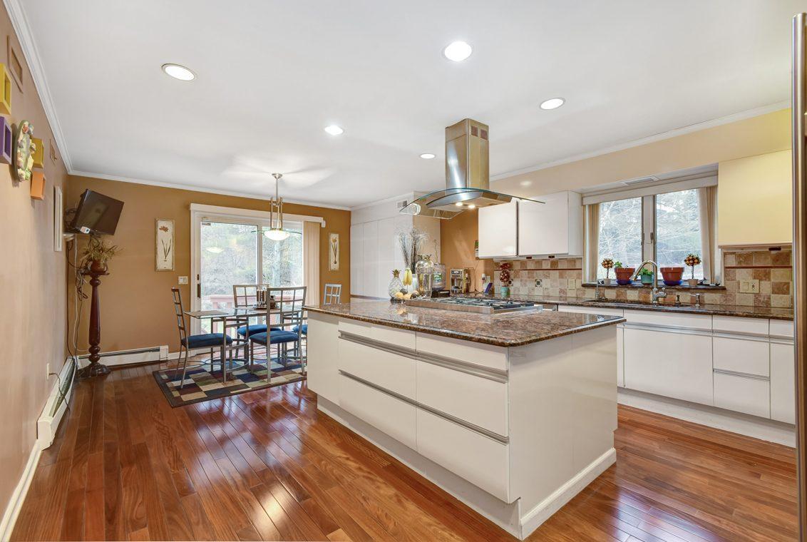 10 – 1 Lenape Road – Gourmet Eat-in Kitchen